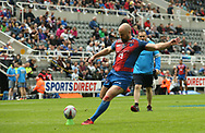 Liam Finn of Wakefield Trinity kicks the goal during the Betfred Super League match at the Dacia Magic Weekend at St. James's Park, Newcastle<br /> Picture by Stephen Gaunt/Focus Images Ltd +447904 833202<br /> 20/05/2017
