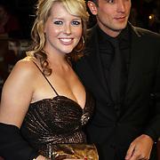 NLD/Amsterdam/200801010 - Premiere Sunset Boulevard, zwangere Chantal Janzen en partner Marco