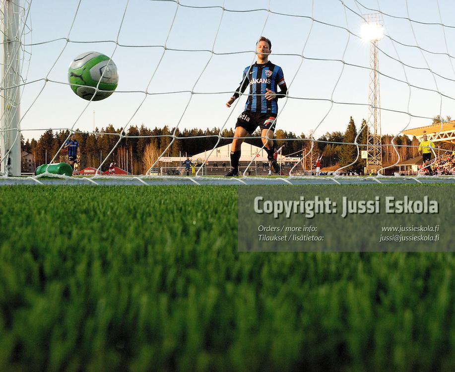 0-1-maali, taustalla Henri Lehtonen. MyPa - Inter. Veikkausliiga. Myllykoski 21.4.2013. Photo: Jussi Eskola