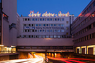 Europa, Deutschland, Nordrhein-Westfalen, Koeln, Schriftzug des Projektes &quot;Liebe deine Stadt&quot; an der Nord-Sued-Fahrt, damit wirbt der Kuenstler Merlin Bauer fuer eine Aussoehnung mit der Koelner Nachkriegsarchitektur. - <br /> <br /> Europe, Germany, North Rhine-Westphalia, Cologne, sign of the project &quot;Liebe deine Stadt = Love your Town&quot; at the street Nord-Sued-Fahrt, with this sign the artist Merlin Bauer campaigns for a reconciliation with the Cologne post-war architecture.