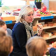 NLD/Amstrdam/20130123 - Nationale Voorleesdag op de basisschool Corantijn te Amsterdam