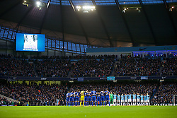 15.02.2014, Etihad Stadion, Manchester, ESP, FA Cup, Manchester City vs FC Chelsea, Achtelfinale, im Bild Manchester City and Chelsea players stand to remember Sir Tom Finney // during the English FA Cup Round of last 16 Match between Manchester City and FC Chelsea at the Etihad Stadion in Manchester, Great Britain on 2014/02/15. EXPA Pictures © 2014, PhotoCredit: EXPA/ Propagandaphoto/ David Rawcliffe<br /> <br /> *****ATTENTION - OUT of ENG, GBR*****