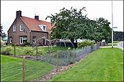 Nederland, Leuth, 11-8-2014Boerderij en landbouwgrond in de Ooijpolder te koop. Geeft aan hoe slecht het gaat met het boerenbedrijf. Veel boeren gaat het economisch slecht en veel agrariers besluiten tot verkoop van hun bedrijf. Hier gaat het om eenFoto: Flip Franssen/Hollandse Hoogte