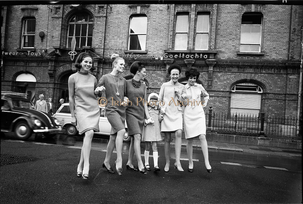 20/09/1967<br /> 09/20/1967<br /> 20 September 1967<br /> Gaeltarra Eireann Autumn 1967 Fashion Show at 34 Westland Row, Dublin. Picture shows (l-r): Maida wearing a burnt orange sherbet tweed dress by Dublintown Fashions; Anne-Marie wearing turquoise and brown Donegal tweed dress by Yvonne Models; Adrinne wearing a purple and turquoise Donegal handwoven tweed dress by Alan Gay; Orla (child) wearing a green flecked welted seamed coat by Lovelywear; Grace wearing a peach Donegall tweed coat dress by Dublintown Fashions and Pat wearing a pink and grey striped Donegal fine handwoven tweed by Bonnie Sue.