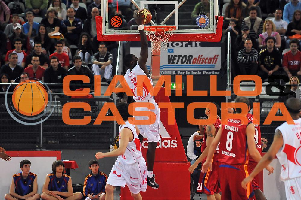 DESCRIZIONE : Roma Lega A 2008-09 Lottomatica Virtus Roma Armani Jeans Milano<br /> GIOCATORE : Pape Sow<br /> SQUADRA : Armani Jeans Milano<br /> EVENTO : Campionato Lega A 2008-2009 <br /> GARA : Lottomatica Virtus Roma Armani Jeans Milano<br /> DATA : 26/04/2009<br /> CATEGORIA : Schiacciata<br /> SPORT : Pallacanestro <br /> AUTORE : Agenzia Ciamillo-Castoria/G.Vannicelli