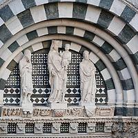 Particolare del portale del Battistero di San Giovanni in corte, Pistoia Capitale della Cultura italiana 2017