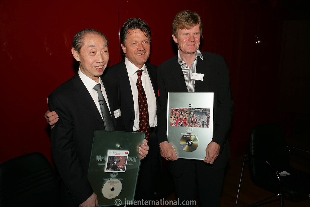 Mr Liu Guo Xiong, President of China Audio Video Association (CAVA), Fran Nevrkla (PPL Chairman and CEO) and John Kennedy CEO and Chairman IFPI.
