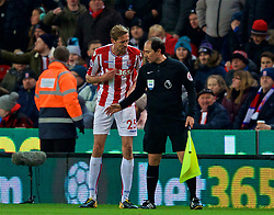 STOKE-ON-TRENT, ENGLAND - Wednesday, November 29, 2017: Stoke City's Peter Crouch  complains to the assistant referee after Liverpool score the opening goal during the FA Premier League match between Stoke City and Liverpool at the  Bet365 Stadium. (Pic by David Rawcliffe/Propaganda)