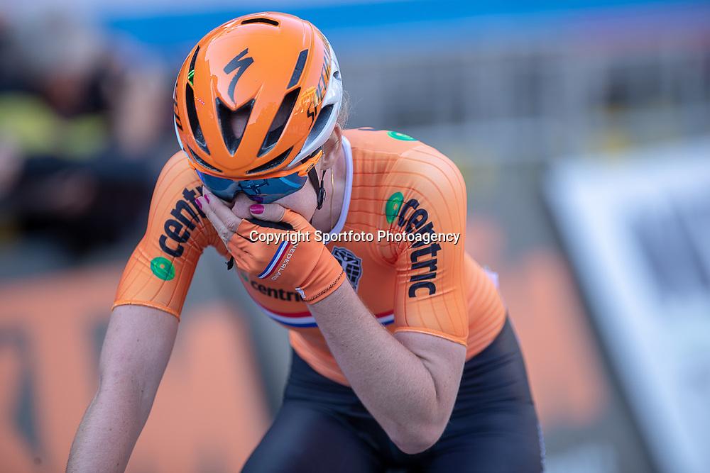 29-09-2018: WK wielrennen: weg vouwen: Innsbruck<br />Anna van der Breggen is in Innsbruck wereldkampioene op de weg geworden. De Overijsselse reed met een solo van veertig kilometer lang naar de winst.