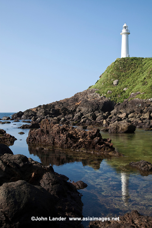 A walking trail starting from the Tsumeki lighthouse, winds along the shoreline along Cape Suzaki which extends around Shimoda, the first port in Japan to open itself to the rest of the world.