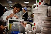Tokyo, Japon, 30 janvier 2010 - Salon du chocolat au grand magasin Isetan, Shinjuku, 2 semaines avant la St Valentin. Stand de Sadahoru Aoki, patissier d'origine japonaise installé à Paris.