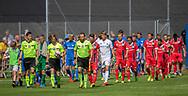 Dommer Nicolai Mossing Madsen leder de to hold på banen til kampen i 2. Division mellem Skovshoved IF og FC Helsingør den 3. august 2019 i Skovshoved Idrætspark (Foto: Claus Birch)