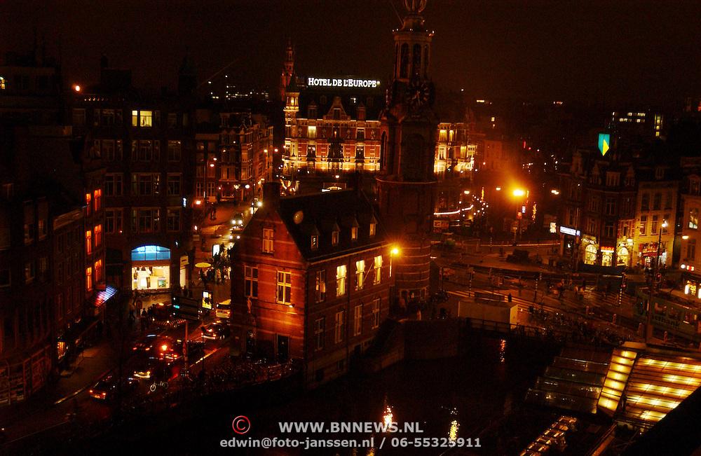 Muntplein Amsterdam bij avond, hotel L'Europe