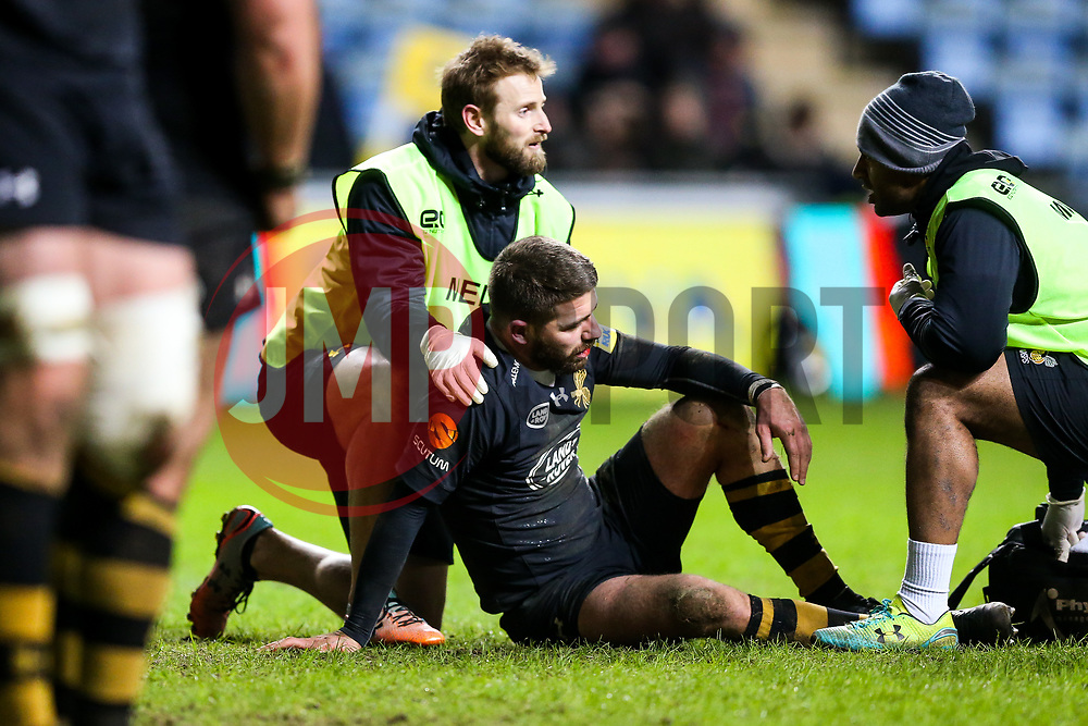 Willie Le Roux of Wasps receives treastment - Rogan/JMP - 07/01/2018 - RUGBY UNION - Ricoh Arena - Coventry, England - Wasps v Saracens - Aviva Premiership.