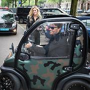 NLD/Amsterdam/20150602 - Talkies Terras award 2016, Nicolette van Dam en partner Bas Smit arriveren in hun electriche kar
