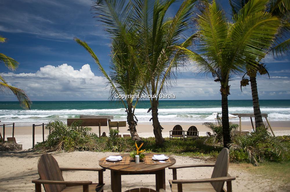 Hotel Txai. Enjoy a lover lunch under the coconut tree   Profiter d'un dejeuner en amoureux sous les cocotiers. Adresses de charmes, adresses secrètes au Brésil