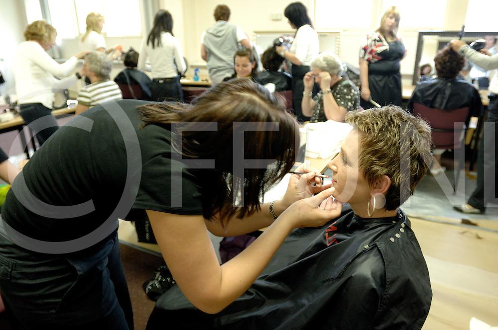 ALMELO..Verwendag voor vrouwen met kanker,..Diverse activiteiten met visagisten en kappers, ed...Editie: ALLE..ffu press agency©2008frank uijlenbroek..TT20080529..