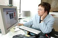 27 APR 2006, BERLIN/GERMANY:<br /> Brigitte Zypries, SPD, Bundesministerin fuer Justiz, an ihrem Schreibtisch, Bundesministerium fuer Justiz<br /> IMAGE: 20060427-01-006<br /> KEYWORDS: Telefon, Bildschirm, Computer, E-Mail