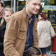 NLD/Amsterdam/20150208 - Filmpremiere  Paddington , Lange Frans met zijn zoon Willem