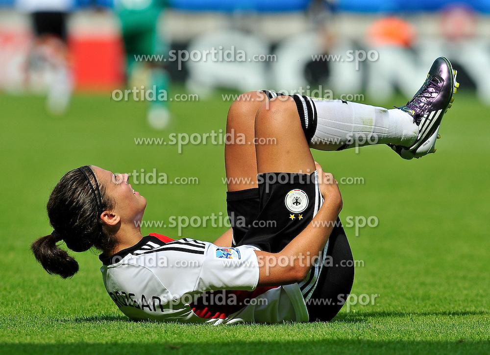01.08.2010, , Bielefeld, GER, FIFA U-20 Frauen Worldcup, Deutschland vs Nigeria, im Bild Dzsenifer MAROZSAN (FFC Frankfurt #10) muss verletzt ausgewechselt werden, EXPA Pictures © 2010, PhotoCredit: EXPA/ nph/  Roth+++++ ATTENTION - OUT OF GER +++++ / SPORTIDA PHOTO AGENCY