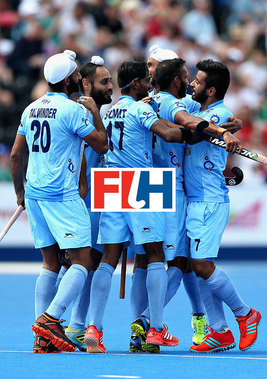 LONDON, ENGLAND - JUNE 18:  The India team celebrate after Talwinder Singh of India scored the second goal for India during the Hero Hockey World League Semi Final match between Pakistan and India at Lee Valley Hockey and Tennis Centre on June 18, 2017 in London, England.  (Photo by Alex Morton/Getty Images)
