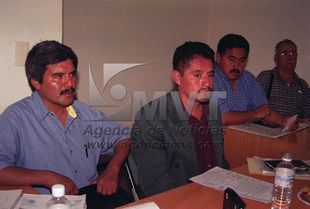 Toluca, M&eacute;x.- Celso Contreras Diputado de la Fraccion del PRD dio una conferencia de prensa donde hablo de los problemas en los Ayuntamientos de los Municipios Chapa de Mota y Ecatzingo. Agencia MVT / Marure. (FILM)<br /><br />NO ARCHIVAR - NO ARCHIVE