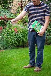 Feeding a lawn with granular lawn food