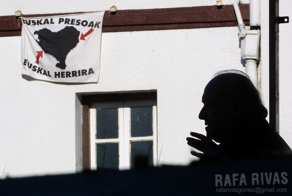 President of the Basque Nationalist Party-PNV, Xabier Arzalluz addresses supporters, next to a flag that demands to bring imprisoned members of Basque separatist terrorist group ETA to the Basque country, during a PNV political meeting, in the Basque village of Sukarrieta, north of Spain, on December 2, 2001. Photo Rafa RIVAS
