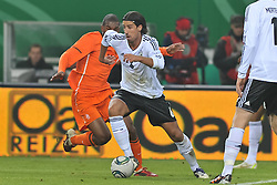 15.11.2011, Imtech Arena, Hamburg, GER, FSP, Deutschland (GER) vs Holland (NED), im Bild Sami Khedira (GER #06) versucht sich gegen Ryan Babel (NED #11) durchzusetzen // during the Match Gemany (GER) vs Netherland (NED) on 2011/11/15,  Imtech Arena, Hamburg, Germany. EXPA Pictures © 2011, PhotoCredit: EXPA/ nph/ Kokenge..***** ATTENTION - OUT OF GER, CRO *****