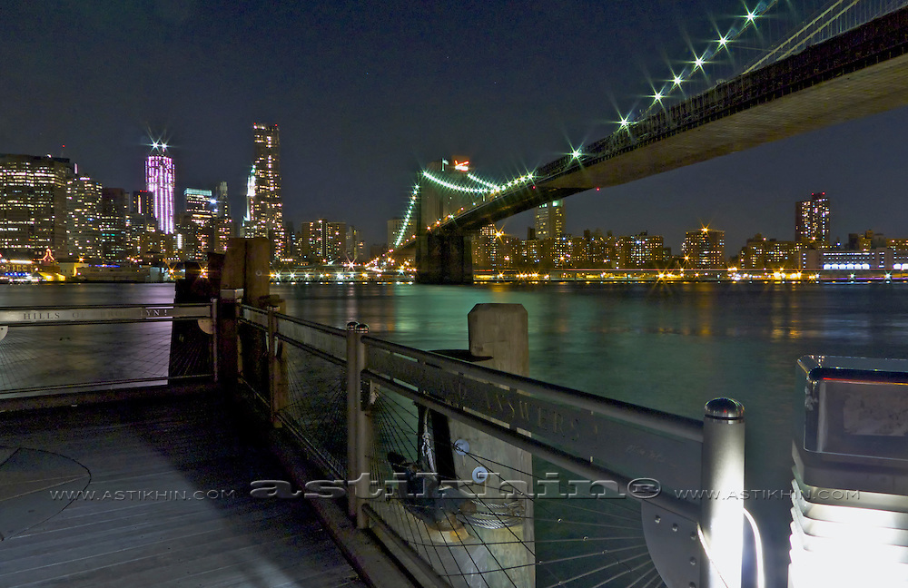Brooklyn Bridge from Brooklyn Bridge Park at night.