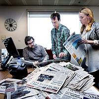 Nederland, Amsterdam , 16 maart 2012..Het Amsterdams Stadsblad houdt op met bestaan..v.l.n.r. de laatste 3 redacteuren Johan Vogels, Eddie de Bieck en Willy van Essen..Foto:Jean-Pierre Jans