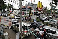 Jakarta traffic is horrendous regardless of the time of the day. Kemang Raya. La circulation a Jakarta est infernale quelle que soit l'heure. Kemang Raya.