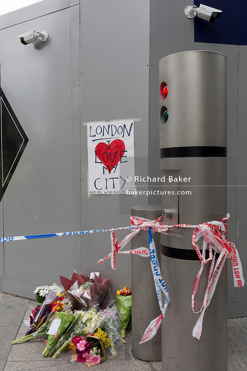 36 hours after the London Bridge and Borough Market terrorist attack, the capital returns to normality and Londoners return to their first day to work and lay flowers at various locations around the cordan, on Monday 5th June 2017, in the south London borough of Southwark, England. Seven people were killed and many others left with life-changing injuries - but the British spirit of defiance and to carry on with every day life, endures.