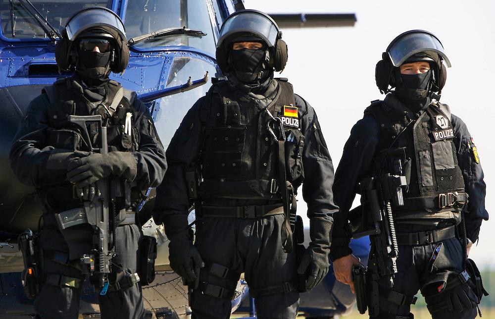 07 27 2007 | Sankt Augustin | Germany : Officers of the German Bundespolizei's GSG9 are standing in front of a Bundespolizei (federal Police) helicopter at the GSG9 Headquarters at Sankt Augustin near the fromer West-German capital of Bonn.<br /> <br /> <br /> -<br /> Sankt Augustin, Deutschland, 27.04.2007: Beamte der GSG9 vor einem Hubschrauber der Bundespolizei<br /> <br /> <br /> <br /> <br /> Sascha Rheker <br /> 20070427<br /> <br /> <br /> [Inhaltsveraendernde Manipulation des Fotos nur nach ausdruecklicher Genehmigung des Fotografen. Vereinbarungen ueber Abtretung von Persoenlichkeitsrechten/Model Release der abgebildeten Person/Personen liegt/liegen nicht vor.]