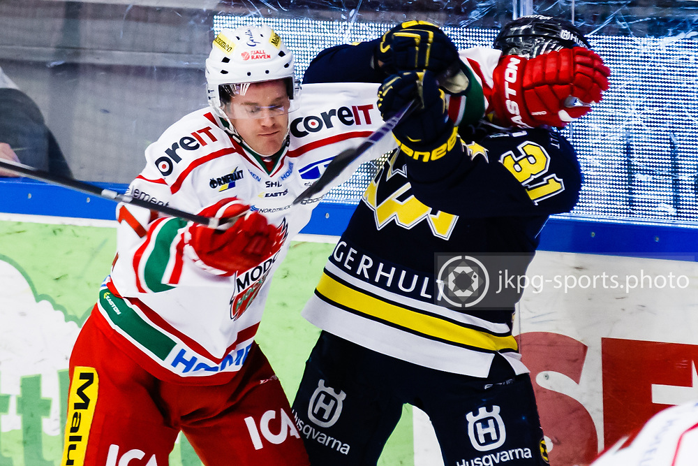 150124 Ishockey, SHL, HV71 - Modo<br /> Victor Olofsson, MODO Hockey vs Mattias Tedenby, HV71.<br /> &copy; Daniel Malmberg/All Over Press