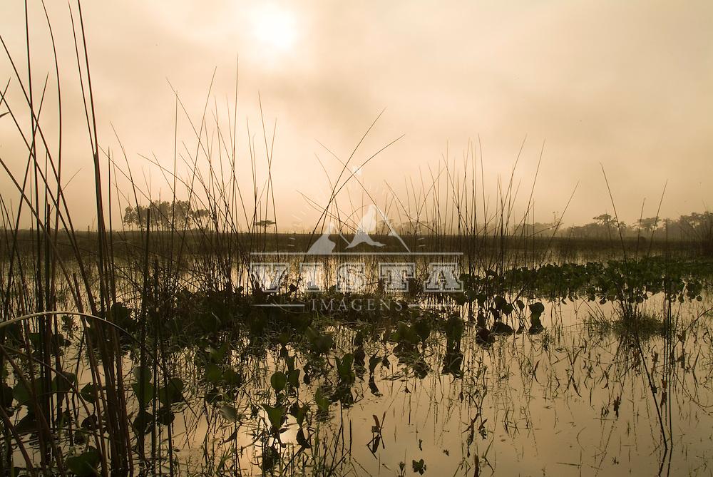 Amanhecer na Lagoa do Sombrio, Sombrio, Santa Catarina, Brasil, 18/09/2004 foto de Ze Paiva/Vista Imagens