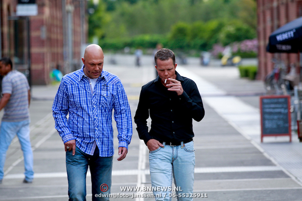 NLD/Amsterdam/20110721 - gaten bij de opname van RTL Tour de Jour, Gert Jakobs en Eric Hulzebosch