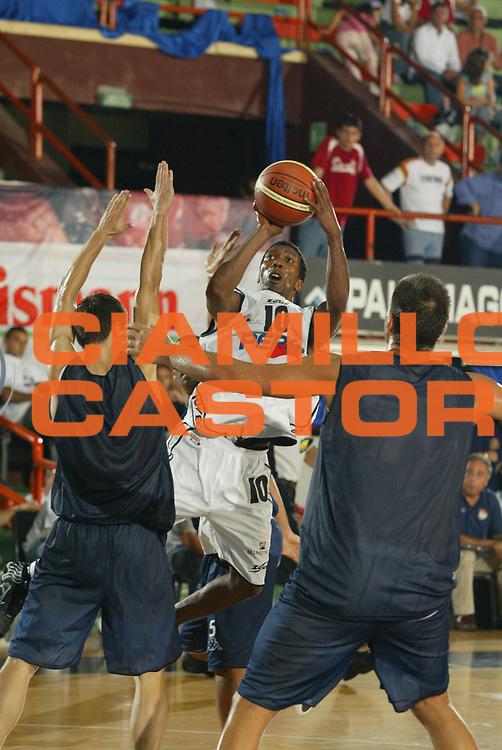DESCRIZIONE : CASERTA CAMPIONATO LEGA A1 2005-2006 PRECAMPIONATO TORNEO CITTA DI CASERTA <br /> GIOCATORE : COLSON<br /> SQUADRA : PEPSI CASERTA<br /> EVENTO : CAMPIONATO LEGA A1 2005-2006 PRECAMPIONATO TORNEO CITTA DI CASERTA <br /> GARA : PEPSI CASERTA-UPEA CAPO D'ORLANDO <br /> DATA : 17/09/2005 <br /> CATEGORIA : <br /> SPORT : Pallacanestro <br /> AUTORE : Agenzia Ciamillo-Castoria