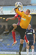 Picture by David Horn/Focus Images Ltd +44 7545 970036.08/09/2012.Paul Smith (r) of Southend United catches the ball during the npower League 2 match at Roots Hall, Southend.
