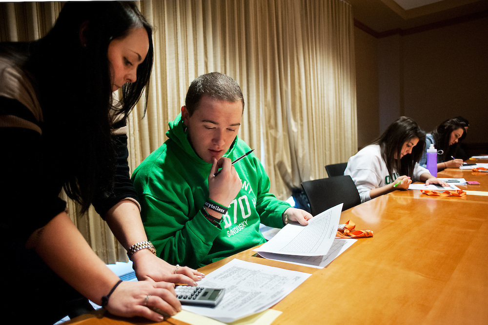Courtney Fusco (left) assists Dustin Haman (center) during an academic success workshop run through the  Allen Student Help Center. The Help Center runs multiple academic success workshops a week. Also pictured are Taylor Willoughby and Cassie Wojick (right and far right). Photo by: Ross Brinkerhoff.