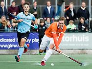 WASSENAAR - Hoofdklasse hockey heren, HGC-Bloemendaal (0-5).  Floris Wortelboer (Bldaal) met links Tristan Algera (HGC)   COPYRIGHT   KOEN SUYK