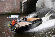 The Hitman's Bodyguard aan het filmen op de grachten in Amsterdam.<br /> <br /> he Hitman's Bodyguard filming on the canals in Amsterdam<br /> <br /> op de foto / On the photo:  Samuel L. Jackson