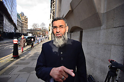 © Licensed to London News Pictures. 11/01/2016. London, UK. Islamic preacher ANJEM CHOUDARY arrives at The Old Bailey in London where he is due to face charges of inviting support for terrorsit group ISIL. Choudary is alleged to have invited support for the Islamic State group in individual lectures which were subsequently posted online. Photo credit: Ben Cawthra/LNP