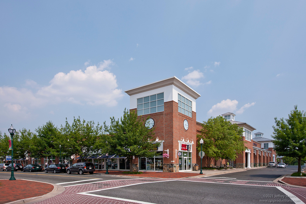 Architectural photography of Stonecreek Club Apartments in Germantown MD by Jeffrey Sauers of Commercial Photographics.