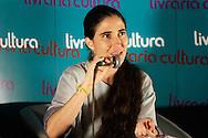 """A blogueira e ativista cubana Yoani Sánchez, participa de apresentação e de uma sessão de autógrafos de seu livro """"De Cuba, com Carinho"""" (Contexto, 2009), realizada no Cine Livraria Cultura, na av. Paulista, em São Paulo.  São Paulo, 21 de fevereiro de 2013. Foto Daniel Guimarães"""
