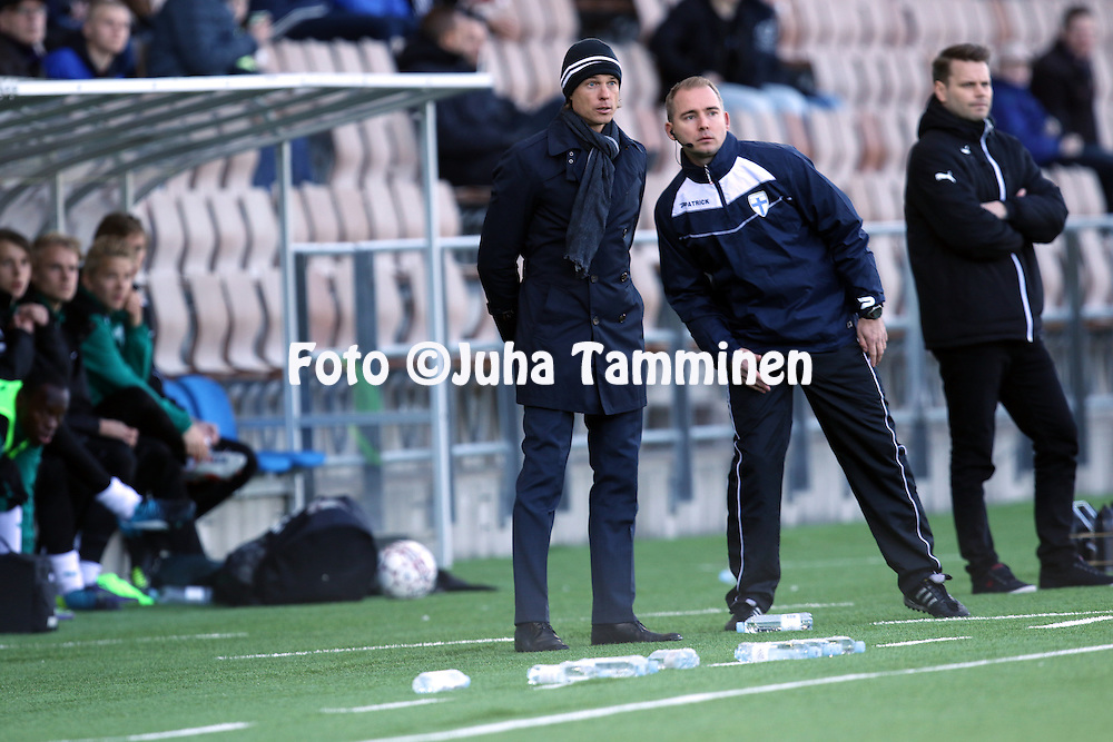 2.4.2016, Sonera Stadion, Helsinki.<br /> Veikkausliiga 2016.<br /> Helsingin Jalkapalloklubi - IFK Mariehamn.<br /> Valmentaja Mika Lehkosuo (HJK) &amp; 4. erotuomari Dennis Antamo.