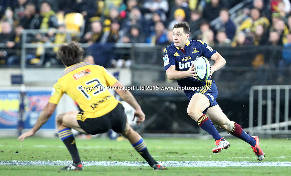 Highlanders' Ben Smith wrong foots Hurricanes' Conrad Smith  during the Super Rugby Final, Hurricanes v Highlanders. Westpac Stadium, Wellington, New Zealand. 4 July 2015. Copyright Photo.: Grant Down / www.photosport.nz
