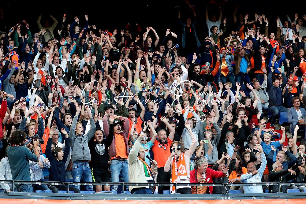04-06-2017 VOETBAL:NEDERLAND-IVOORKUST:ROTTERDAM<br /> Oranje oefende tegen Ivoorkust vanavond in De Kuip<br /> <br /> Supporters van oranje<br /> <br /> Foto: Geert van Erven