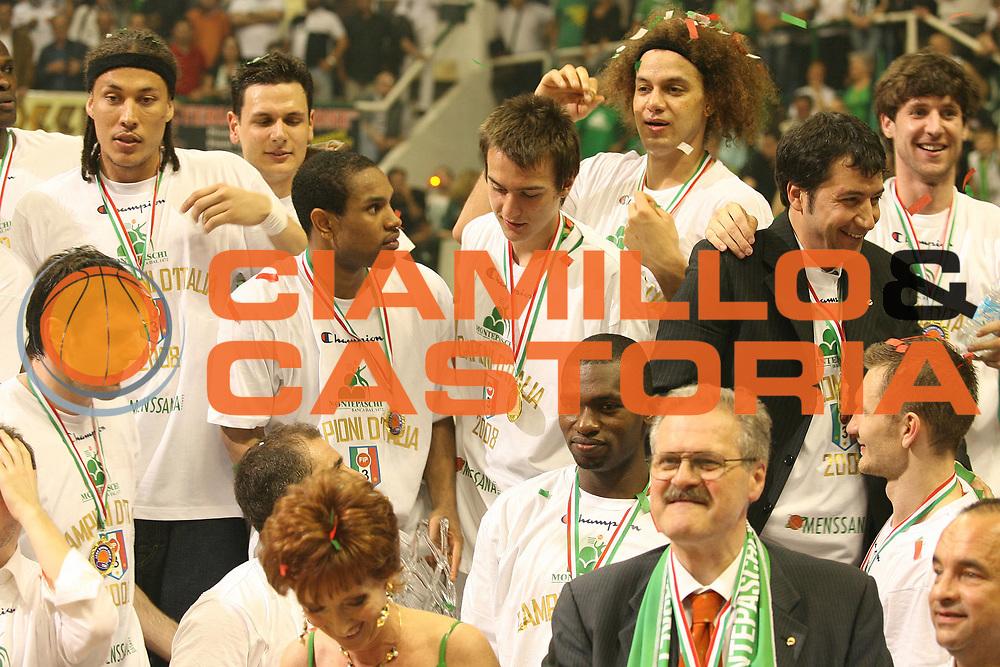 DESCRIZIONE : Siena Lega A1 2007-08 Playoff Finale Gara 5 Montepaschi Siena Lottomatica Virtus Roma <br /> GIOCATORE : Team Siena Palco<br /> SQUADRA : Montepaschi Siena<br /> EVENTO : Campionato Lega A1 2007-2008 <br /> GARA : Montepaschi Siena Lottomatica Virtus Roma<br /> DATA : 12/06/2008 <br /> CATEGORIA : Esultanza<br /> SPORT : Pallacanestro <br /> AUTORE : Agenzia Ciamillo-Castoria/M.Marchi
