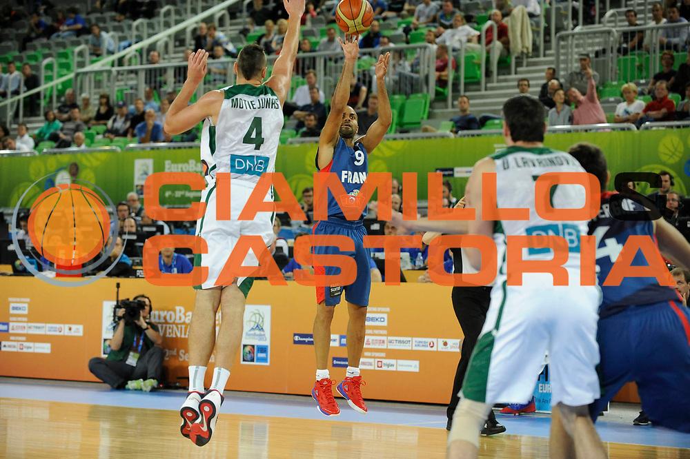 DESCRIZIONE : Lubiana Ljubliana Slovenia Eurobasket Men 2013 Second Round Lituania Francia Lithuania France<br /> GIOCATORE : Tony Parker<br /> CATEGORIA : tiro shot<br /> SQUADRA : Francia France<br /> EVENTO : Eurobasket Men 2013<br /> GARA : Lituania Francia Lithuania France<br /> DATA : 11/09/2013 <br /> SPORT : Pallacanestro <br /> AUTORE : Agenzia Ciamillo-Castoria/H.Bellenger<br /> Galleria : Eurobasket Men 2013<br /> Fotonotizia : Lubiana Ljubliana Slovenia Eurobasket Men 2013 Second Round Lituania Francia Lithuania France<br /> Predefinita :